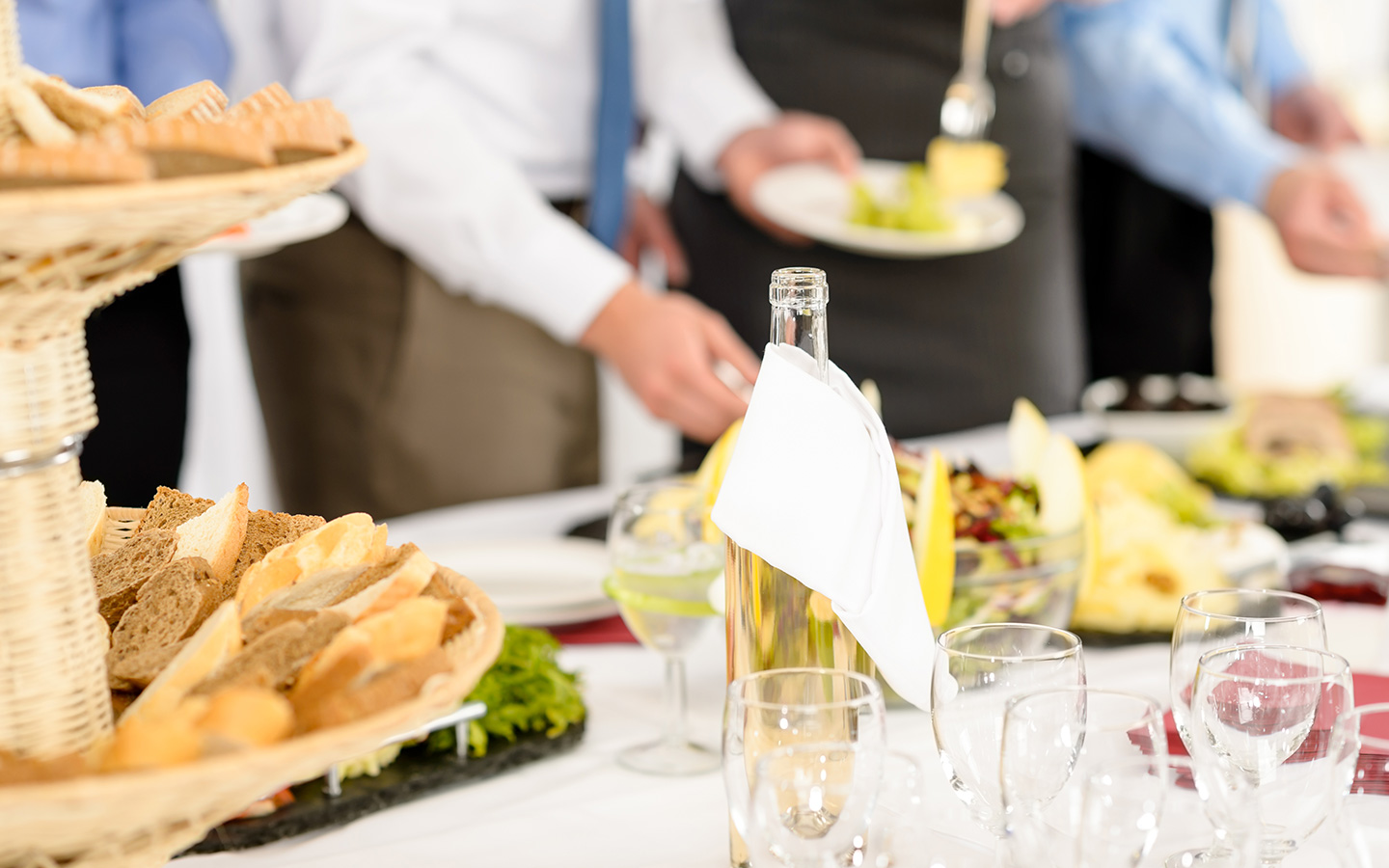 Tips on how to choose the right catering services